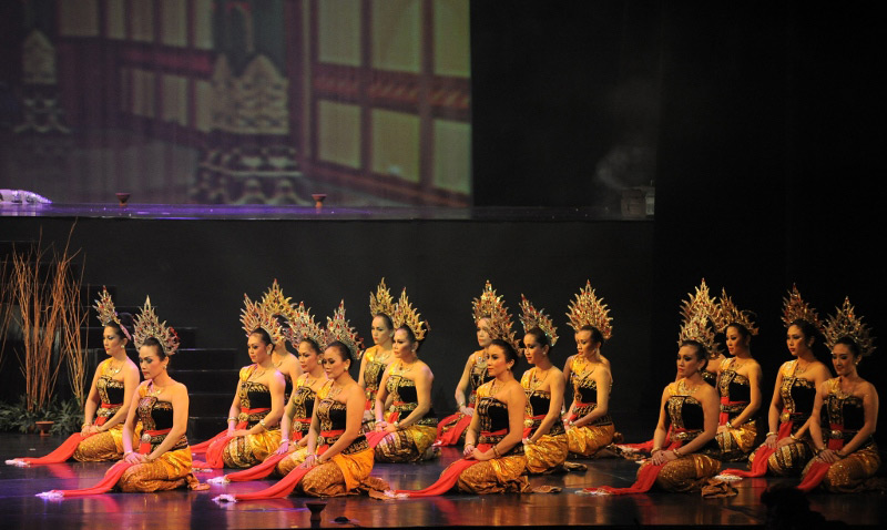Pergelaran Arjuna Galau melibatkan para penari tradisional