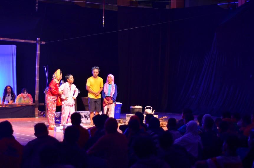 Pertunjukan Lepot dan Jumanis tampak dari penonton