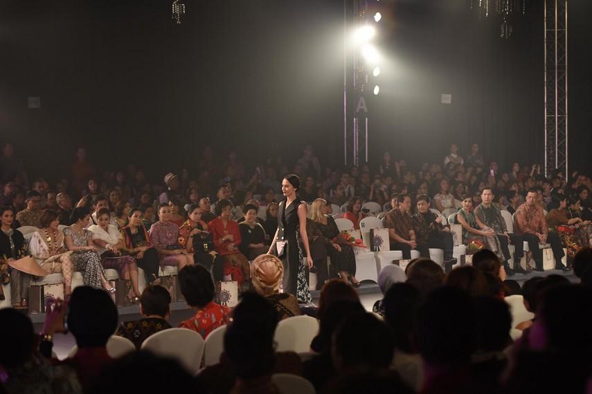 Kegiatan Fashion Show Balijava Koleksi Batik Kudus