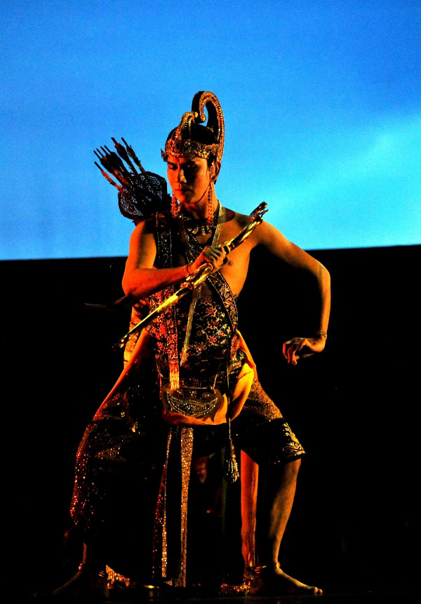 Raden Arjuna berjuang mendapatkan cinta Dewi Srikandi
