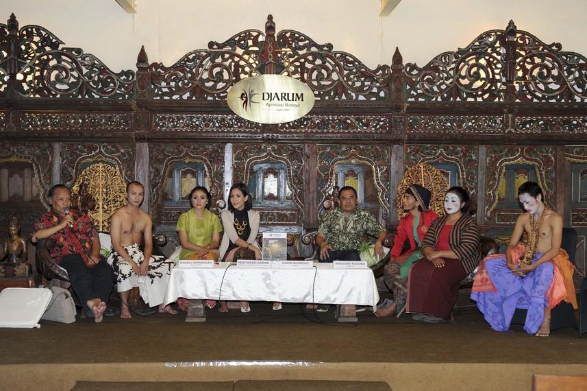 Rahayu Supanggah memberikan sambutan