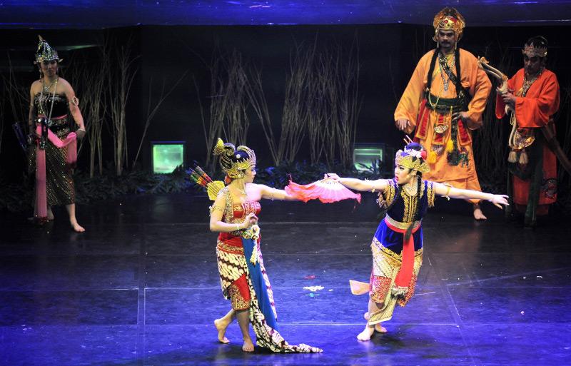 Salah satu penantang Srikandi adalah Dewi Tina Toon dari kerajaan Tong Kesangsang
