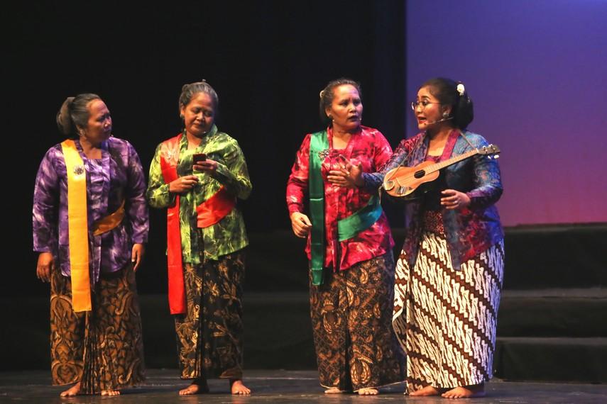 Teater Sahita dan Sinden Endah Laras beradu akting dalam pertunjukan Sinden Republik
