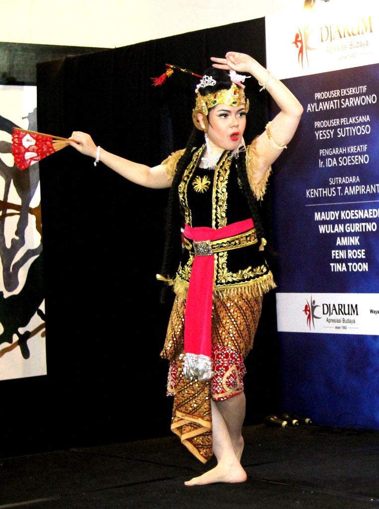 Tina Toon mengaku senang dapat ikut melestarikan kesenian tradisional