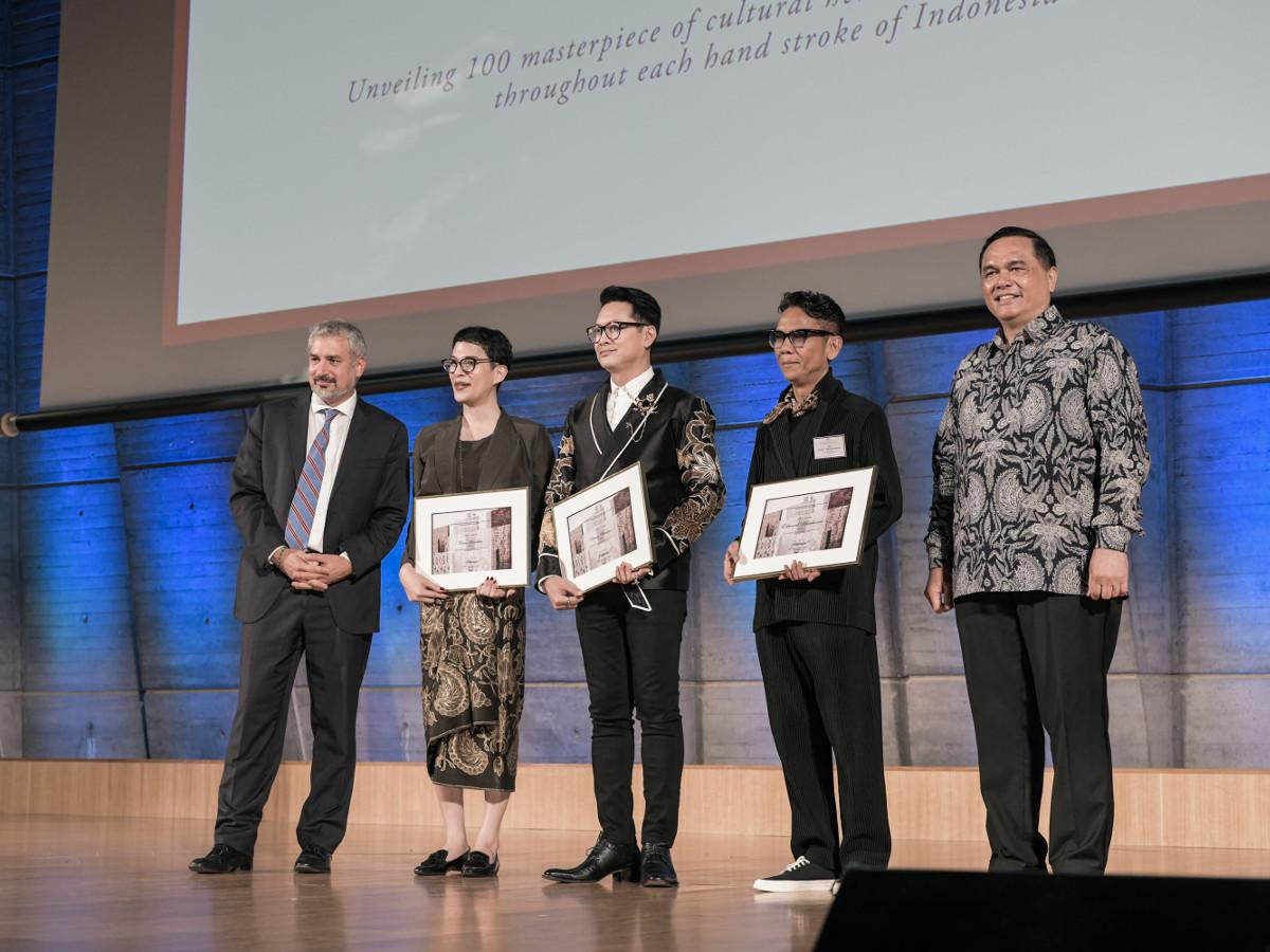 batik-for-the-world-kolaborasi-desainer-satukan-kain-peradaban-di-panggung-dunia.jpg