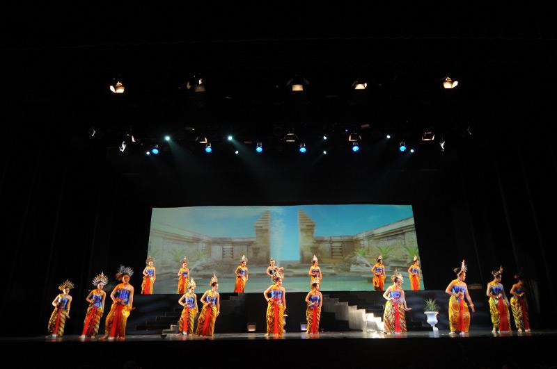 Gemulai gerak para penari memukau penonton Arjuna Galau