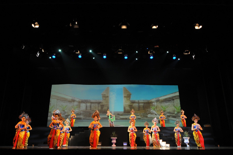 Gemulai gerak para penari memukau penonton Arjuna