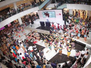 Kemeriahan 1.500 Peserta Dalam Indonesia Menari 2015