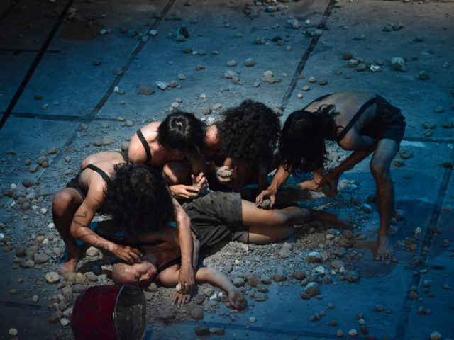 """""""Merah Bolong"""", karya Teater Payung Hitam"""