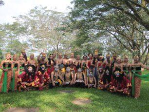Wayang Jurnalis Bersama Mario Kahitna Pentas di Festival Gunungan Bandung